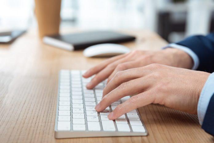 Das 10 Finger System ist vor allem für Menschen hilfreich, die beruflich viel am PC arbeiten