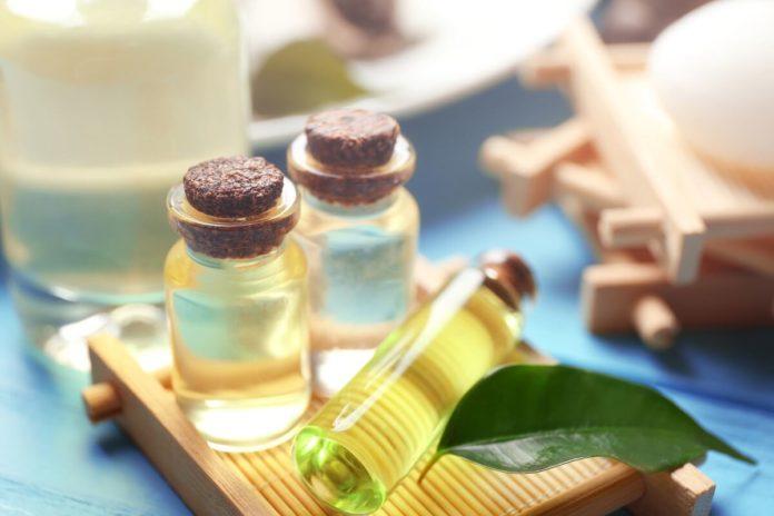 Die Teebaumöl Wirkung ist vielfältig, der Einsatz als Hausmittel beliebt