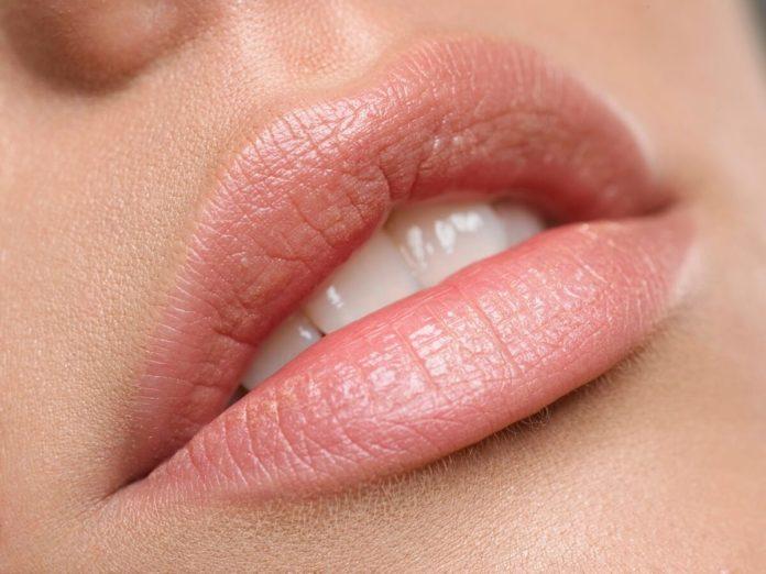 Mit der richtigen Pflege bleiben die Lippen im Sommer und im Winter zart