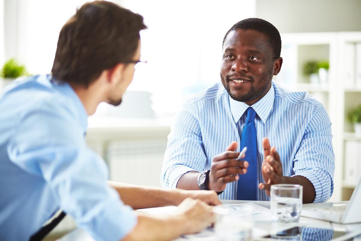 Wer erfolgreich eine Gehaltserhöhung verhandeln möchte, sollte seine Argumente vorbereiten und vortragen können