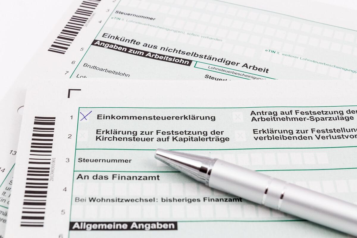 Rentner, die im Alter Ihre Wohnung (unter-)vermieten, müssen ab einer gewissen Höhe auf diese Einnahmen Steuern zahlen