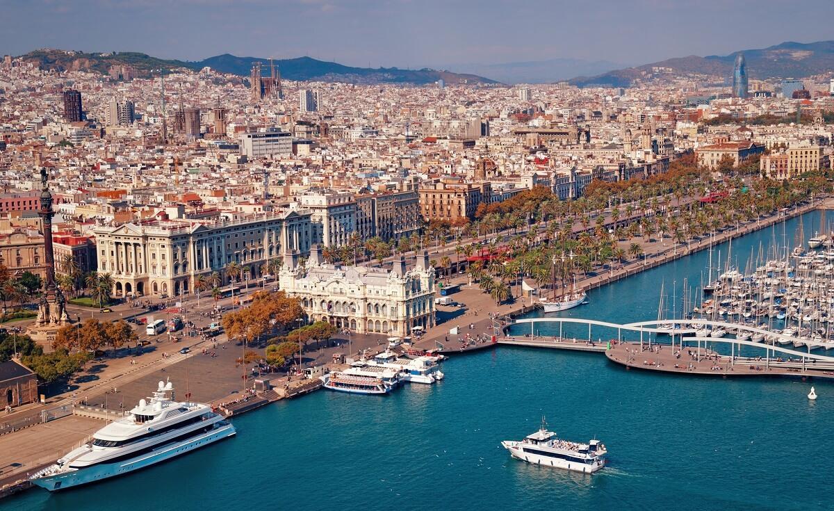 Barcelona überzeugt durch imposante Bauwerke und ist immer eine Reise wert