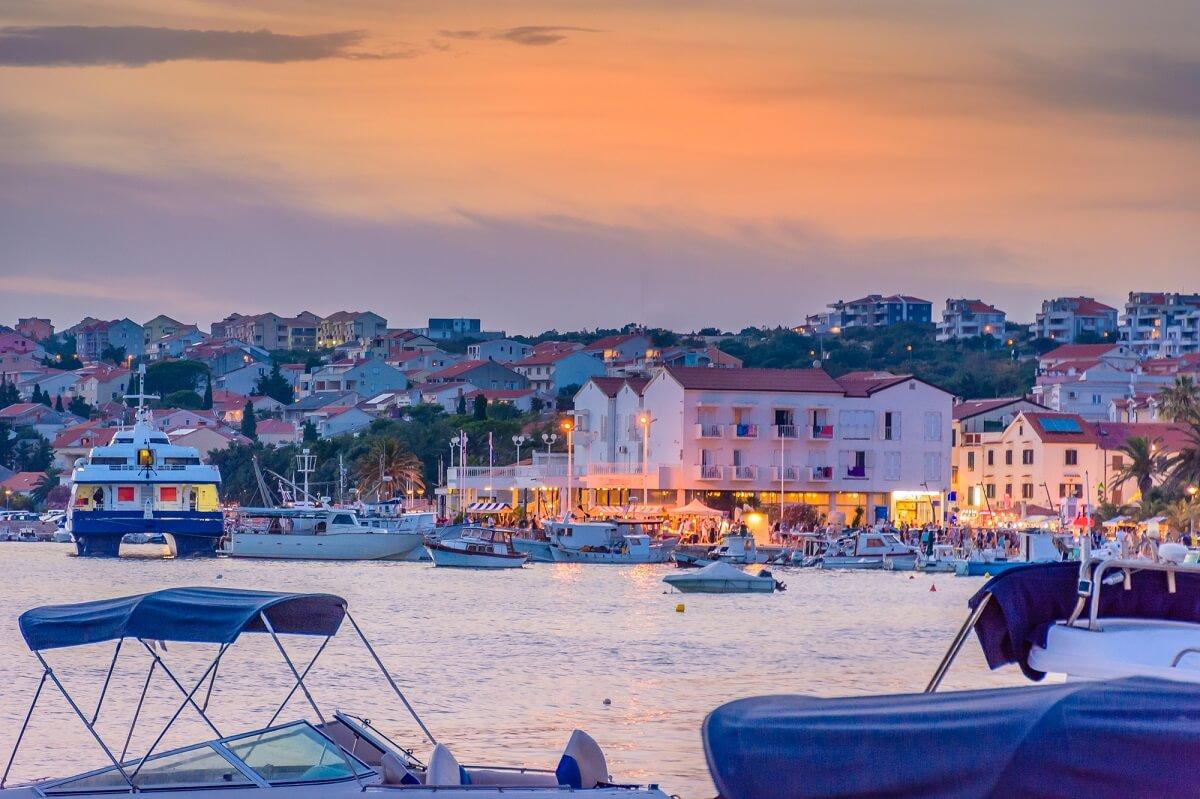 Novalja in Kroatien überzeugt durch tolles Wetter und gilt als neue Partyhochburg