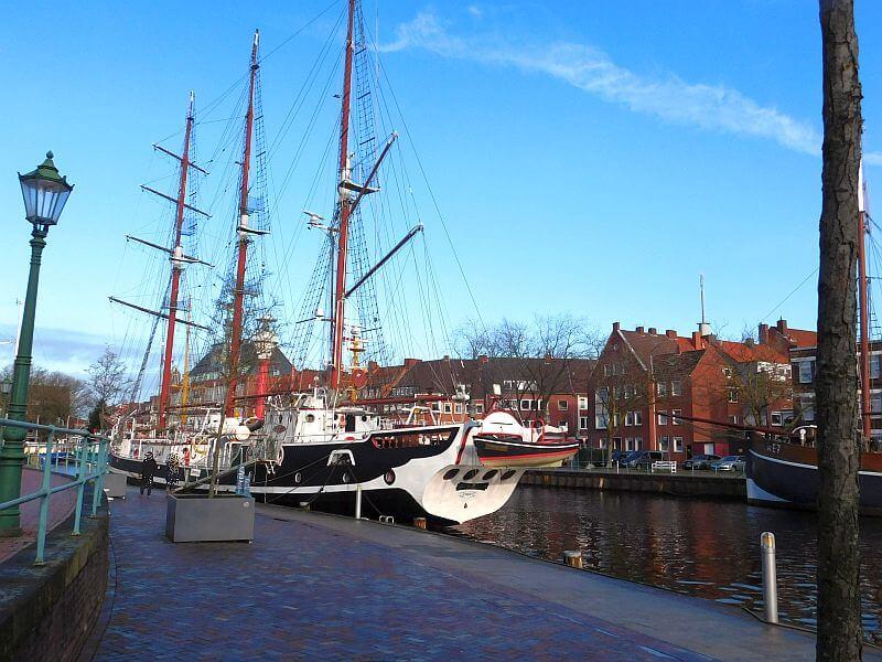 Segelschiff im Emder Ratsdelft