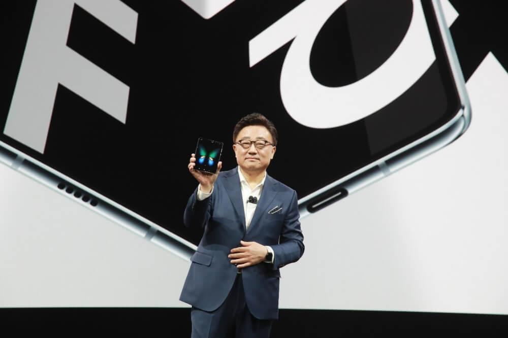 Der CEO von Samsung präsentierte Anfang 2019 das Galaxy Fold - nun wurde nachgessert
