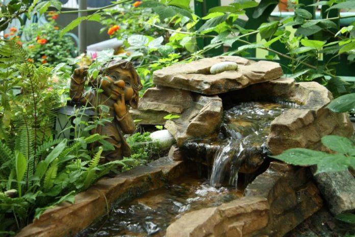 So integrieren Sie den Bachlauf ideal in den Garten