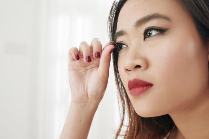 Falsche Wimpern - Wir geben eine Übersicht der verschiedenen Arten, künstliche Wimpern anzubringen
