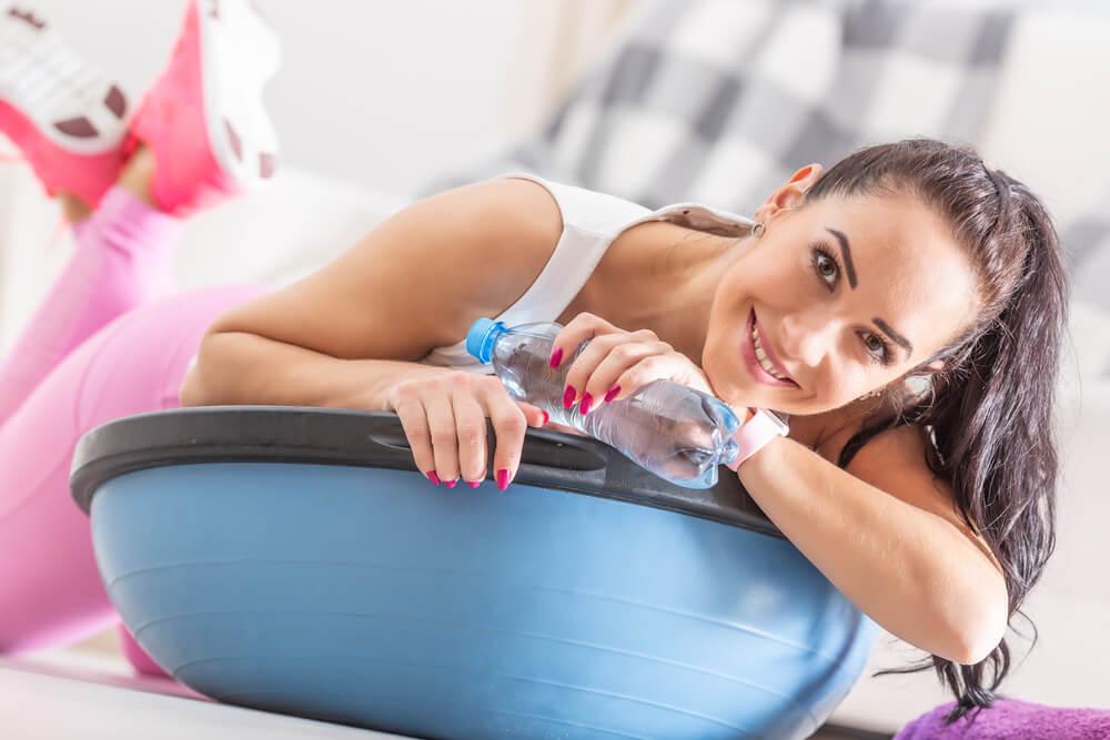 Ein Balance Kissen bietet verschiedene Trainingsformen und kann beispielsweise auch für Liegestützen gut verwendet werden